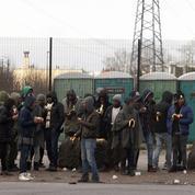Calais: quatre policiers blessés par des migrants