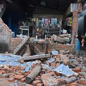 Indonésie : le bilan du séisme s'alourdit, une centaine de morts
