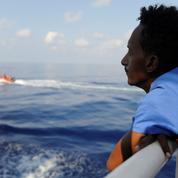 Migrants : l'Aquarius toujours à la recherche d'un port d'accueil