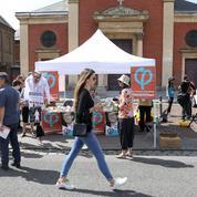 Cet été, les militants des partis font halte à la campagne