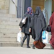 Suède: une femme musulmane indemnisée après avoir refusé de serrer la main lors d'un entretien d'embauche