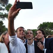Macron s'offre un second bain de foule à Bormes-les-Mimosas