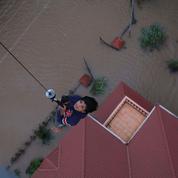 Inde : des milliers de personnes piégées par les inondations dans le Kerala