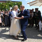 Autriche : la révérence d'une ministre à Poutine fait polémique