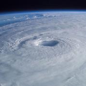 L'ouragan Lane s'est transformé en tempête tropicale mais menace toujours Hawaï