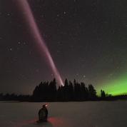 D'étranges rubans de lumière violette dans le ciel intriguent les scientifiques