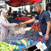 La crise avec Washington frappe les Turcs au porte-monnaie