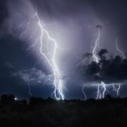 Des scientifiques français vont «chasser les éclairs» à bord d'un jet privé