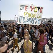 Des milliers de personnes réunies à travers la France pour sauver le climat