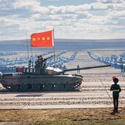 Poutine admire les manœuvres des deux armées en Sibérie