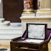 Les reliques d'Héloïse et d'Abélard exposées à l'École des beaux-arts