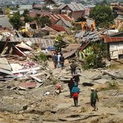 Indonésie: dans le sillage du séisme et du tsunami, la difficile mise en place des secours