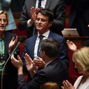 Standing-ovation de l'Assemblée nationale pour les adieux de Manuel Valls