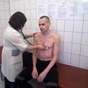Le cinéaste Oleg Sentsov arrête sa grève de la faim, selon les autorités russes
