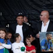 Kylian Mbappé accueilli en superstar à Bondy pour fêter le titre mondial