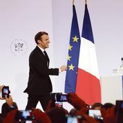 Emmanuel Macron tente de répondre à la colère des maires