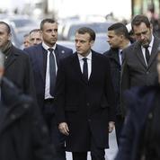 Macron sur les lieux des violences à Paris, sous les huées de plusieurs «gilets jaunes»