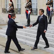 «Gilets jaunes» : Emmanuel Macron a déjeuné avec Nicolas Sarkozy