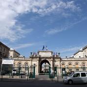 Paris : une femme retrouvée morte 12 heures après son admission aux urgences