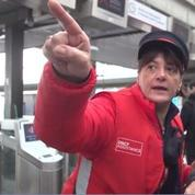 Grands départs de Noël : avec les «gilets rouges» gare de Lyon