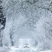 Météo : les chutes de neige s'accentuent, le point sur les transports