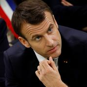 Sondage : Emmanuel Macron poursuit sa lente remontée