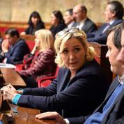 Référendum : «une manoeuvre» dénonce Marine Le Pen, qui pourtant est «d'accord»