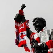 Le gardien de Stoke va porter un maillot d'époque en hommage à la légende Gordon Banks
