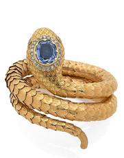 Un bracelet serpent, en or jaune, brillants et saphir, vers 1950, estimé 6000-8000€
