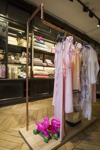 Ines de la fressange ouvre son bazar chic - Ines de la fressange boutique ...