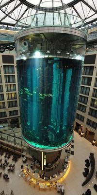 Haut de 25 mètres, le cylindre abrite près d'un million de m3 d'eau. (Crédit: Eric Pancer/ wikipédia)