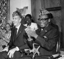 Le Président Valéry Giscard d'Estaing en visite officielle au Zaïre et Mobutu Sese Seko, le 11 aout 1975.