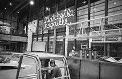 L'intérieur du Centre Georges Pompidou la veille de l'inauguration le 31 janvier 1977.