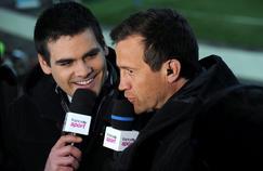Mathieu Lartot (à gauche) aux côtés du consultant Fabien Galthié.
