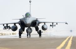 Lancée le 19 septembre 2014, l'opération Chammal comptabilise douze avions de combats <i>(dont six Rafale, notre photo) </i>stationnés à Abou Dhabi et en Jordanie. Soutenus par un C135 ravitailleur et un Atlantique2, ils ont effectué 10.000 heures de vol, 1150 missions aériennes et plus de 200 frappes sur des cibles de Daech.