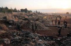 Des unités de l'armée syrienne et les forces pro-gouvernementales se déploient à l'ouest de la Syrie, jeudi.