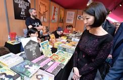 La ministre de la Culture, Fleur Pellerin a annoncé qu'elle élèvera au rang de chevaliers des Arts et des Lettres huit auteurs de la bande dessinée.