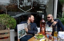 Chez Les Niçois, Luc Sananes etOlivier Chini convoquent l'esprit convivial et ensoleillé de la Côte d'Azur.