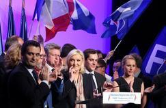 Florian Philippot, Marine Le Pen et Marion Maréchal-Le Pen, lors d'un meetinge entre les deux tours des éléctions régionales 2015, salle Wagram, à Paris.