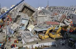 Les autorités ont annoncé l'ouverture d'une enquête, les critiques émergeant sur la capacité du bâtiment à encaisser les tremblements de terre.