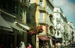 Une rue, à Cannes. Crédit: Sefan Jurca. (Flickr).