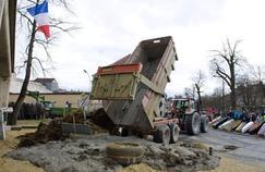 Manifestation des agriculteurs devant la préfecture de Moulins (Allier), le 1er février.