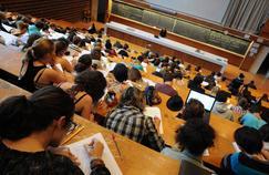 Des étudiants en première année de biologie dans un amphithéâtre de l'université de Rennes-I.