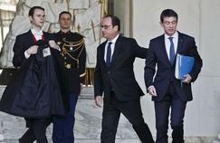 François Hollande et Manuel Valls sortent du Conseil des Ministres, le 10 février à l'Élysée.