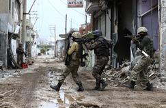 Opération de la police turque le 29 janvier à Cizre, l'un des bastions du groupe armé kurde dans le sud-est de la Turquie.