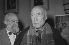 Le sculpteur américain Jo Davidson avec l'écrivain André Gide le 28 octobre 1949 à l'issue de la présentation du film «Louisiana Story» a Paris.