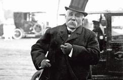 Georges Clemenceau, président du Conseil, arrivant à la Chambre des députés en 1910.
