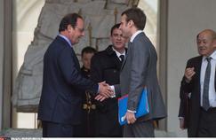 Emmanuel Macron,François Hollande et Manuel Valls, à la sortie d'un conseil des ministres, en févrierà Paris.
