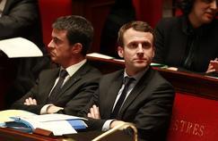Manuels Valls aux côtés d'Emmanuel Macron à l'Assemblée nationale, le 9 février.