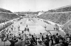 L'athlète grec Spyridon Louis gagne l'épreuve du Marathon aux JO d'Athènes en 1896.